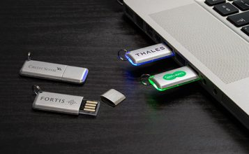https://static.custom-flash-drives.co.za/images/products/Halo/Halo0.jpg